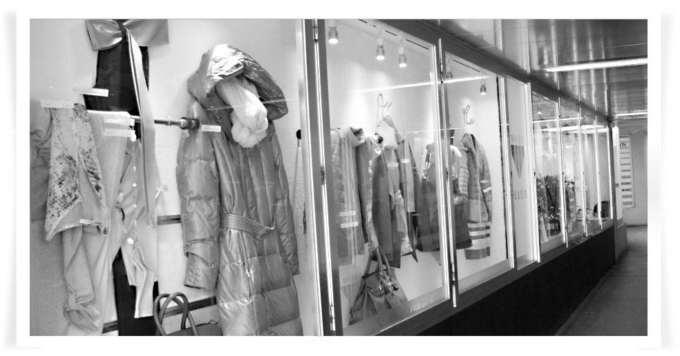 Modegeschäft Modeclub: Passage mit Kollektion